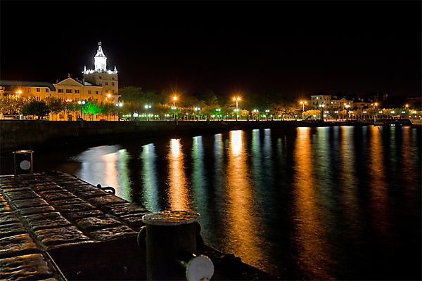 Вид на набережную ночного Новороссийска