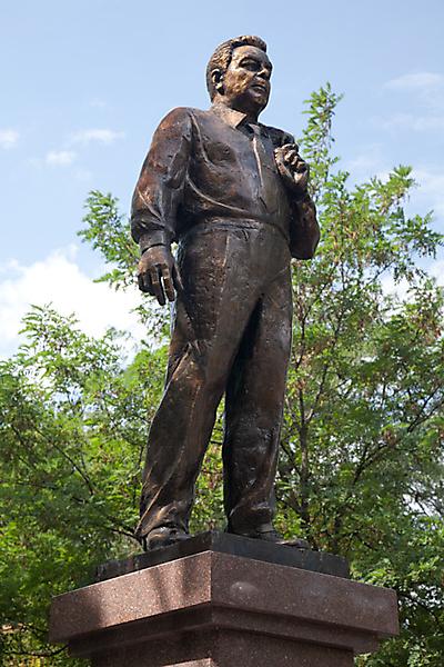 Памятник Л. И. Брежневу в Новороссийске