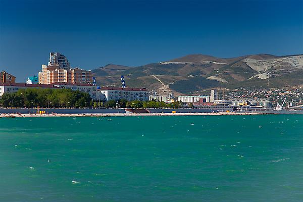 Про зеленое море. Вид на городской пляж Новороссийска