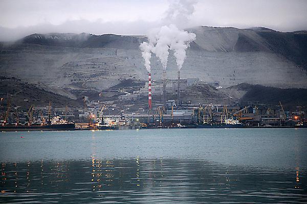 Вид на цементный завод