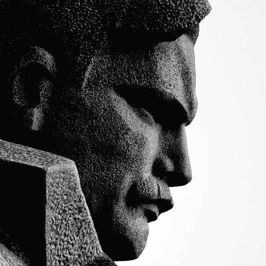 Фрагмент памятника  Морякам революции