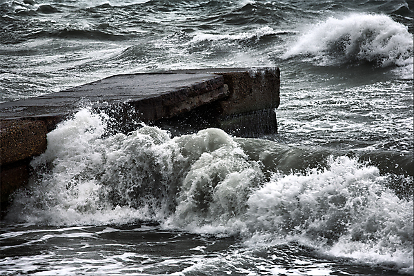 Южный ветер приходит с волнами