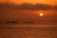 Закат и два парохода